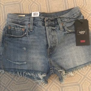 NWT Levi's mid-rise shorts